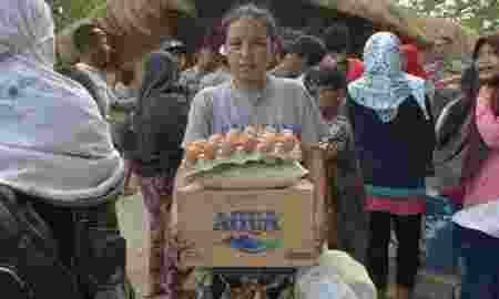 Bantuan Logistik Tertimbun Dikantor Desa Warga Hanya Terima Mie Instan