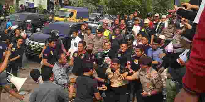 Polisi Bubarkan Deklarasi 2019GantiPresiden Di Tangsel Karena Tak Punya Izin