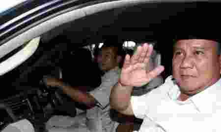 Prabowo Kunjungi Korban Gempa Di Lombok