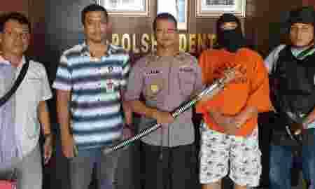 Ancam Tebas Teman Kerja Dengan Pedang Seorang Pria Diamankan Polisi