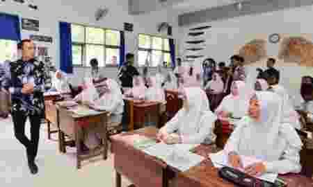 Ibas Menilai Jokowi Teruskan Kebijakan Pendidikan Gratis Era SBY