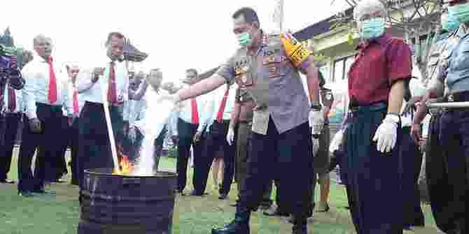 Polresta Denpasar Melenyapkan Barang Bukti Narkoba Senilai 2 Miliar