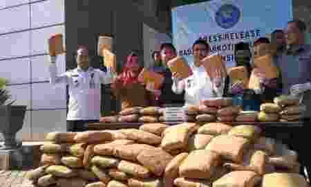 BNN Ungkap 335 Kg Ganja Disembunyikan Di Mesin Kopi