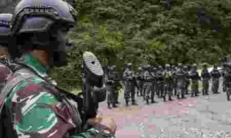 Pasca Penembakan Pekerja Trans Papua Dijaga Pasukan TNI Saat Kerja
