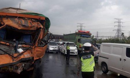 Bus Asli Prima Tabrak Tronton Di Gerbang Tol Cikupa
