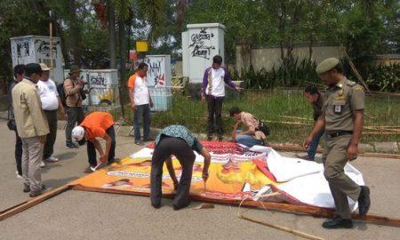 Ribuan Alat Peraga Kampanye Liar Di Tangerang Ditertibkan